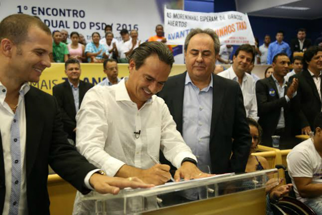 Marquinhos Trad assinou ficha de filiação no PSD durante ato na Câmara Municipal. - Crédito: Foto: Divulgação