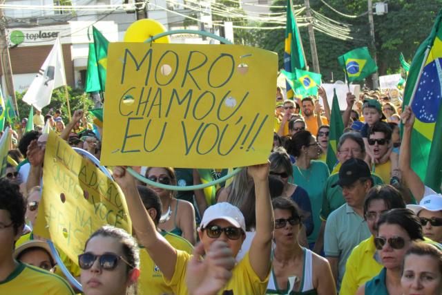 Manifestação contra o governo de Dilma pode ter reunindo mais de 50 mil pessoas na Capital. - Crédito: Foto: Elvio Lopes