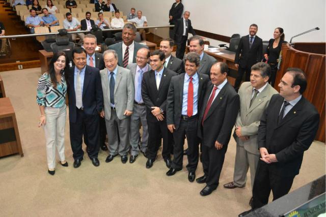 Deputados homenageiam Barbosinha na última sessão antes dele assumir a Secretaria de Justiça. - Crédito: Foto: Divulgação