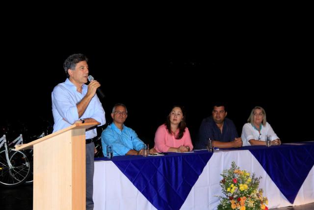 Murilo destacou o trabalho de cada profissional da educação. - Crédito: Foto: Chico Leite