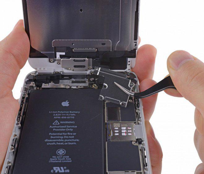 O interior de um iPhone 6s. - Crédito: Foto: Divulgação