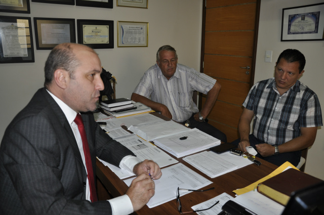 Advogado Maurício com o policial Gadani - Crédito: Foto: Hedio Fazan