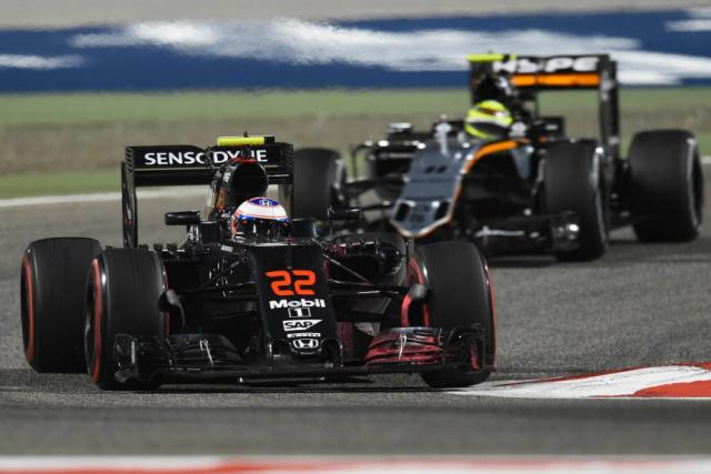 Button surpreendeu e foi o terceiro, atrás apenas de Rosberg e Hamilton, que repetem dose da sessão inicial no Bahrein. - Crédito: Foto: Divulgação