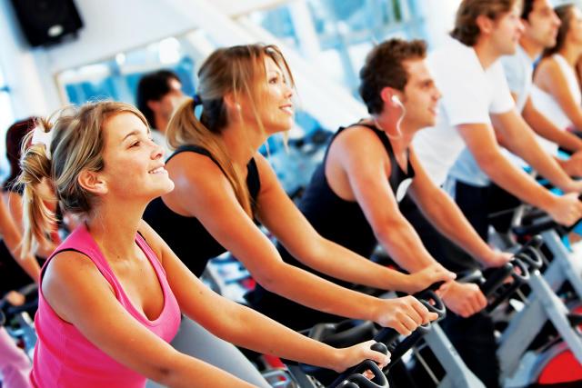 Exercícios promovem queima de gordura e o gasto calórico. - Crédito: Foto: Divulgação