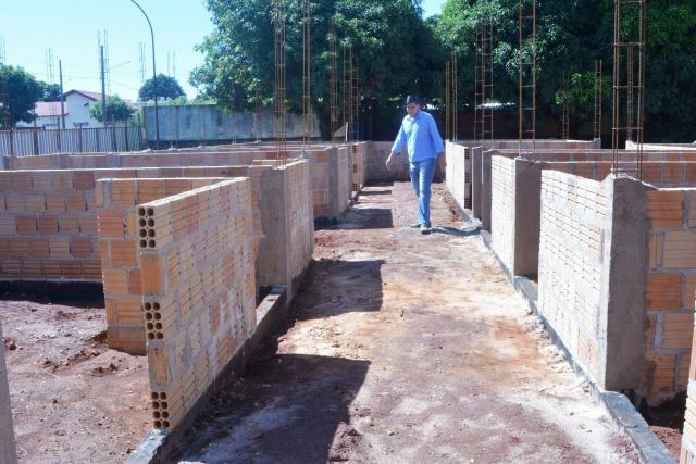 Prefeito Junior Vasconcelos esteve visitando as obras. - Crédito: Foto: Divulgação