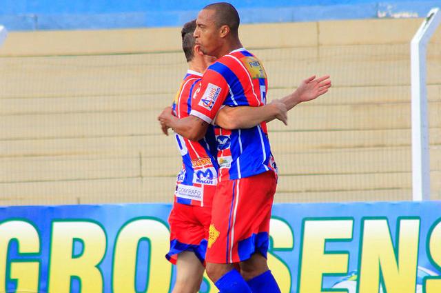 Serc fez bonito na Capital ao vencer o então líder do Grupo A por 2 a 0 e despachar concorrentes. - Crédito: Foto: Jed Vieira/Gazeta MS