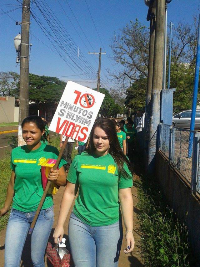 Ação de estudantes do Reis Veloso aconteceu na Terça Dia D contra o  mosquito Aedes. - Crédito: Foto: César Cordeiro