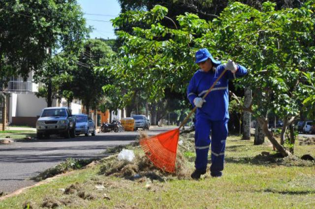 Limpeza urbana foi intensificada na rua Benjamin Constant. - Crédito: Foto: A. Frota/Assecom/Divulgação