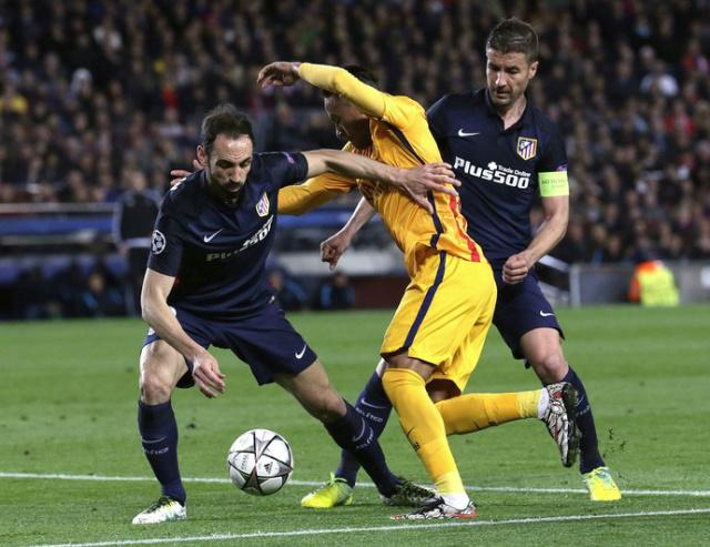Neymar sofreu cinco faltas contra o Atlético - Crédito: Foto: Efe