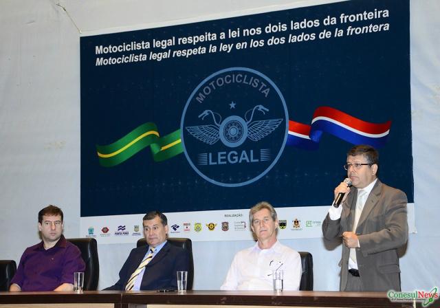 """Lançamento da Campanha """"Motociclista Legal"""" aconteceu em outubro de 2015, reunindo autoridades brasileiras e paraguaias. - Crédito: Foto: Divulgação"""