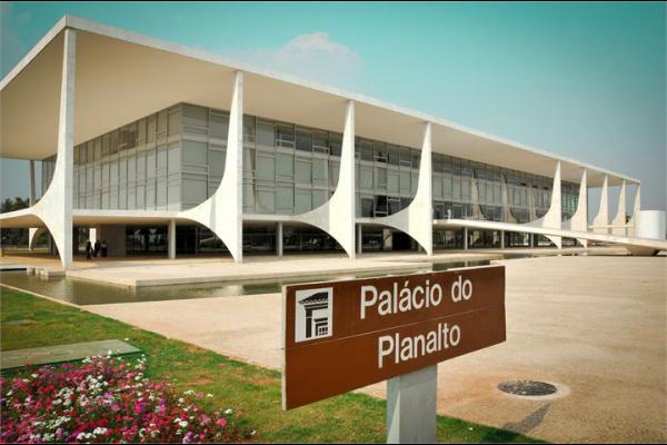 Editorial: Palácio do Planalto divide 600 cargos com aliados  -