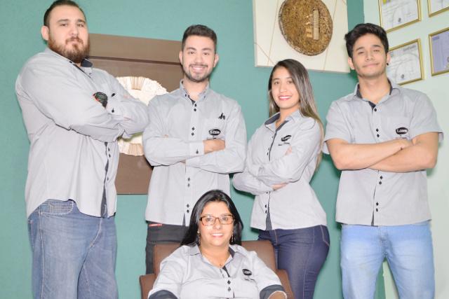 Equipe da Agência I.Com Propaganda em Dourados que está comemorando sete anos. - Crédito: Foto: Divulgação