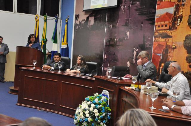 Galerias da Câmara Municipal de Dourados ficaram lotadas durante a audiência pública que debateu direitos humanos e direito à moradia. - Crédito: Foto: Luiz Radai