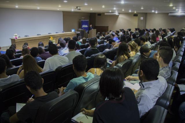Acadêmicos de Administração da Unigran recebem palestra. - Crédito: Foto: Divulgação
