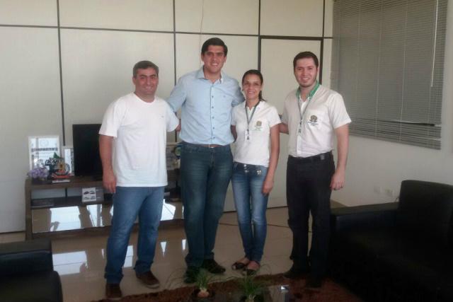 Secretário, prefeito, professora Cleide e o diretor do IFMS. - Crédito: Foto: Assessoria