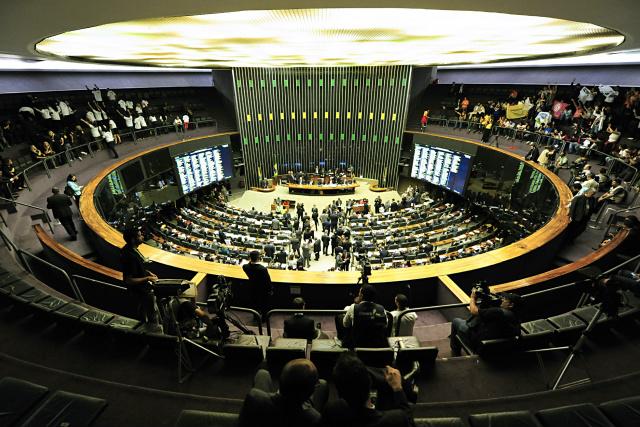 No domingo, cada deputado será chamado ao centro do Plenário para declarar o seu voto. - Crédito: Foto: Nilson Bastian/Câmara dos Deputados