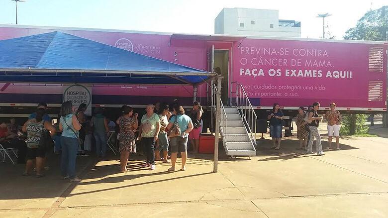 Carreta do Hospital do Câncer de Barretos fica em Dourados até domingo Foto: Flávio Verão -