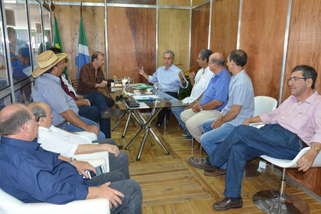 O governador Reinaldo Azambuja atendeu empresários, produtores e lideranças políticas, no gabinete itinerante na 78ª Expogrande. - Crédito: Foto: Assessoria