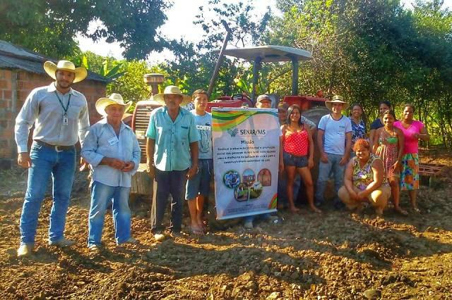 Participantes do curso que foi destinado ao Jardim Eliane, após uma triagem realizada por membros do Sindicato Rural e Igreja Metodista do município de Fátima do Sul. - Crédito: Foto: Washington Lima