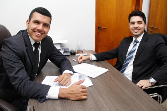 Daverson Munhoz de Matos e o colega Pedro Cesar Oliveira. - Crédito: Foto: Divulgação