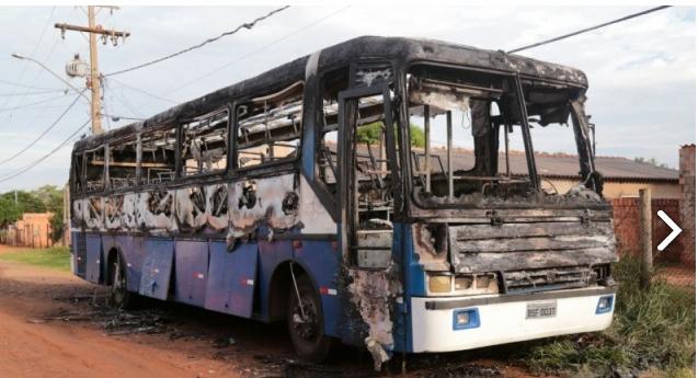 Ônibus incendiado. Foto: Campo Grande News -