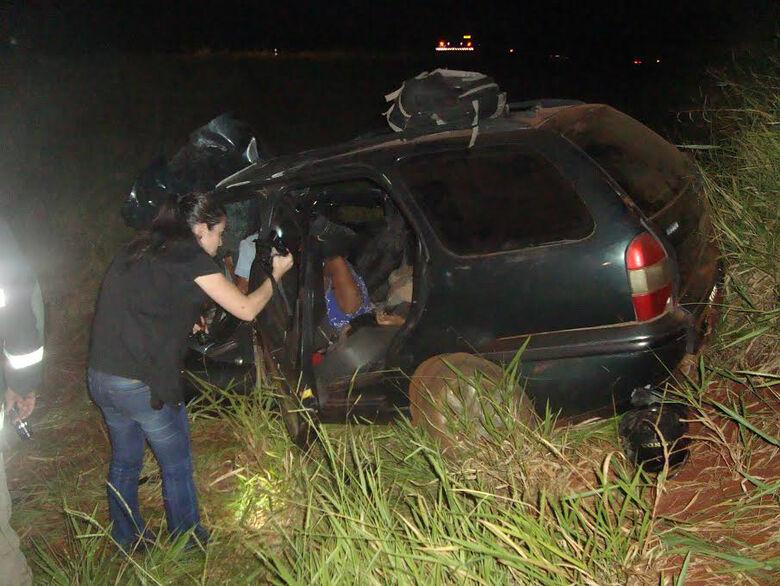 Três ocupantes do Pálio morreram com a colisão  Fotos: Cido Costa/Dourados Agora -