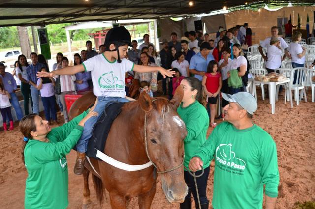 Equoterapia é um método que utiliza o cavalo dentro de uma abordagem interdisciplinar na saúde. - Crédito: Foto: Divulgação