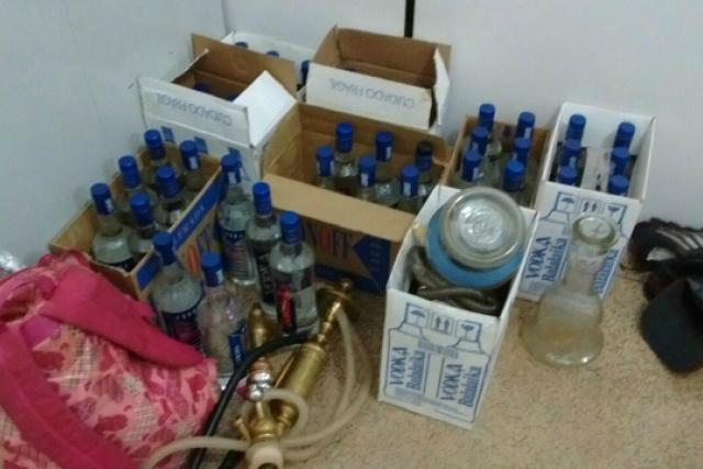 Imagem das bebidas apreendidas no local da festa no Água Boa. - Crédito: Foto: Divulgação