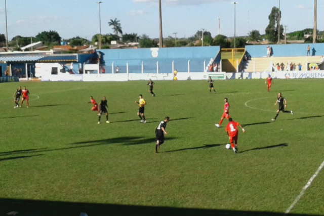 Lance da partida em Campo Grande que terminou empatada em 0 a 0 pelo jogo de ida das semifinais. - Crédito: Foto: Divulgação