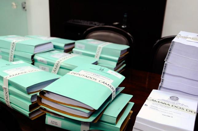 Um servidor da Câmara fez a entrega dos documentos que fazem parte do processo -