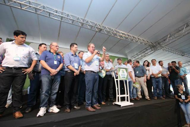 Idenor Machado discursou em nome dos vereadores na Caravana. - Crédito: Foto: Thiago Mendes