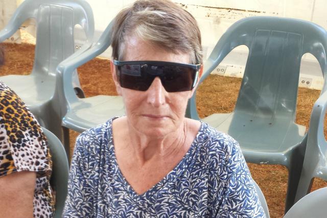Efigênia Rosa buscou atendimento para os olhos e também para a mãe, Dinorá, na área de dermatologia; ela não poupa elogios à Caravana. - Crédito: Foto: A. Frota