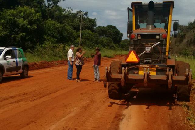 Prefeitura trabalha na recuperação das estradas do Lagoa Grande. - Crédito: Foto: Divulgação