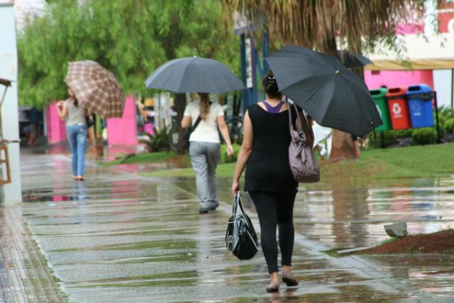 Cai a primeira chuva em Dourados depois de 20 dias -