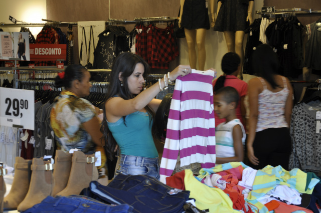 Apesar da crise, em Dourados, 83% da população economicamente ativa devem ir às compras. - Crédito: Foto: Hédio Fazan