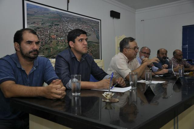 Reunião na Câmara de Fátima do Sul debateu as dificuldades do setor da avicultura. - Crédito: Foto: Hédio Fazan