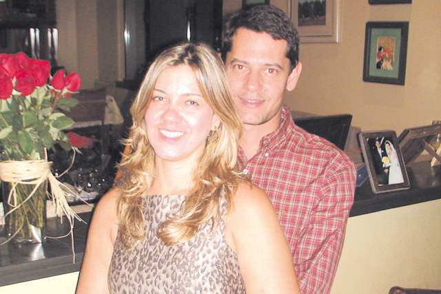 Parabéns e felicidades à simpática Irene Tozzi que aniversaria hoje. Na foto, com seu esposo Ralfo Junior. -
