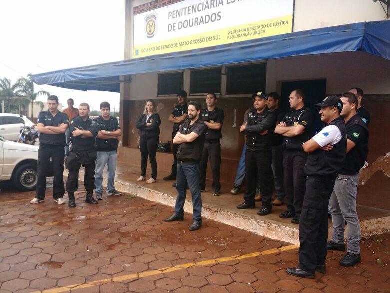 Agentes penitenciários em Dourados em ato de paralisação de trabalho nesta terça-feira Foto: Divulgação/ Sinsap -