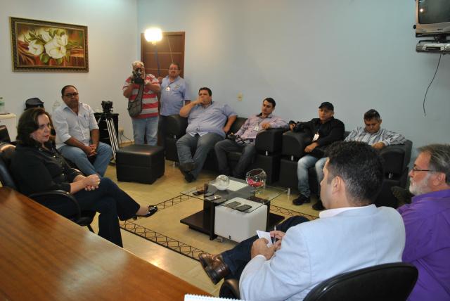 Em seu primeiro ato, Jacinta reuniu a imprensa para uma coletiva para falar da atual situação que se encontra o município de Itaporã. - Crédito: Foto: Zenyl Araújo
