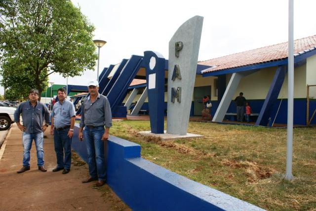 Prefeito Mário Valério e secretários municipais em visita às obra de reforma e ampliação do PAM do município de Caarapó. - Crédito: Foto: Dilermano Alves