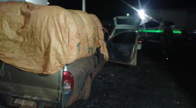 PMA apreende dois veículos carregados de contrabandos. - Crédito: Foto: Divulgação/PMA
