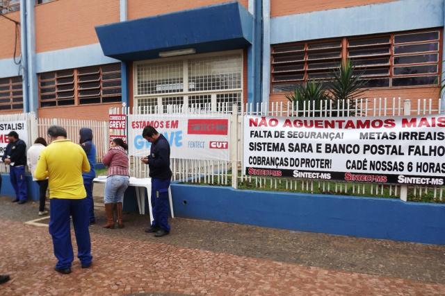 46be250e191 Servidores dos Correios param em protesto por condições de trabalho ...
