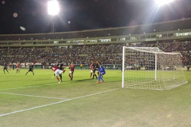 Presença de mais de 6 mil torcedores no estádio Douradão foi a prova de que a cidade abraça o time. - Crédito: Foto: Divulgação