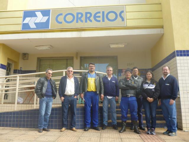 Servidores dos Correios de Ponta Porã cruzam os braços reivindicando melhores condições de trabalho. - Crédito: Foto: Eder Rubens