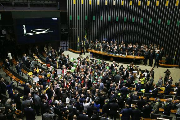 Brasília - Tem início a sessão para votação da admissibilidade de abertura de processo de impeachment da presidenta Dilma Rousseff, no plenário da Câmara dos Deputados - Crédito: Marcelo Camargo/Agência Brasil