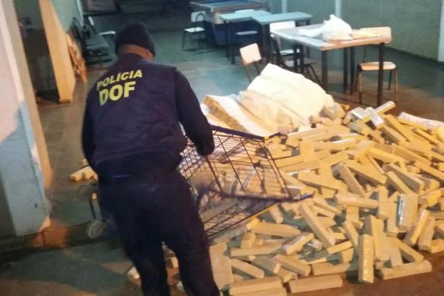 Camuflagem da droga teria sido feita por pessoas envolvidas com o tráfico, em um galpão em Ponta Porã. - Crédito: Foto: Cido Costa/Dourados Agora