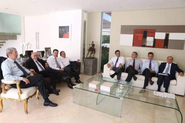 Reinaldo, Alckmin, Jatene, Taques, Richa e Perillo  se reuniram ontem com o vice  Michel Temer. - Crédito: Foto: Divulgação