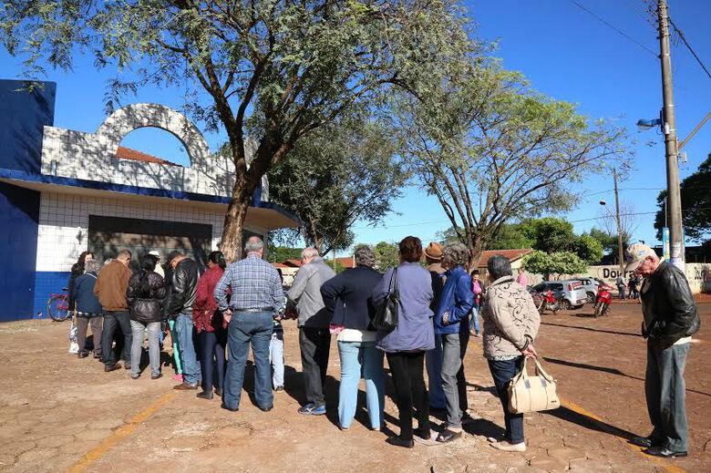 Procura por vacina foi grande no sábados e se esgotou em Dourados Foto: A. Frota -