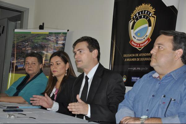 Reitores das universidades e delegados durante coletiva com a imprensa -