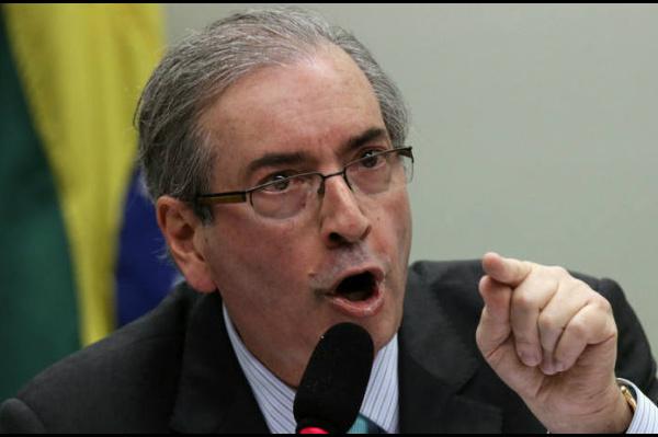 Cunha é réu de um processo no STF por crimes de corrupção e lavagem de dinheiro por acusação de ter recebido US$ 5 milhões em propina do esquema investigado pela Operação Lava Jato. -